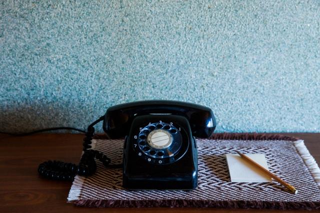WEBサイトには、フォーム・電話・メールのどれを表示すべきか